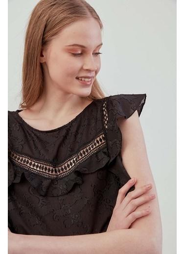 Vitrin VİTRİN Güpür Şerit Detaylı Sıfır Kol Bluz Siyah